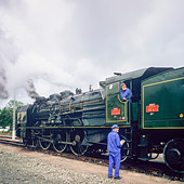"Engineers with historic steam locomotive ""Pacific PLM 231 K 8"" of ""Paimpol-Pontrieux"" train Brittany France -Stock Image- D5RAMA"