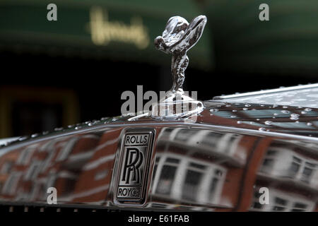 London, UK. 11th August 2014. Display of the world's most extravagant supercars  in  the wealthy district of Knightsbridge whose owners are usually from Saudi Arabia and Gulf Arab states Credit:  amer ghazzal/Alamy Live News