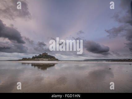 Marazion, Cornwall, UK. 19th February 2016. UK Weather. Cloudy end to half term week at St Michaels Mount. Credit:  Simon Maycock/Alamy Live News