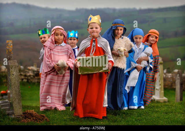 children-in-costume-before-a-primary-sch