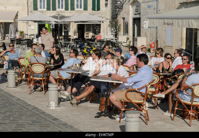 locals-and-holidaymakers-enjoying-a-drin