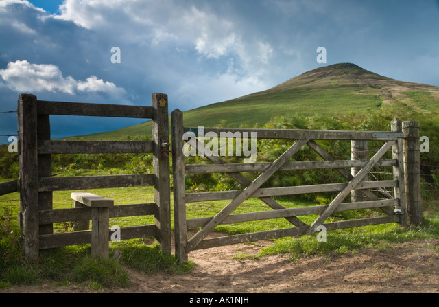 five-barred-gate-and-style-on-footpath-t
