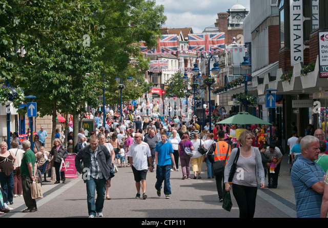 crowded-town-centre-busy-with-high-stree