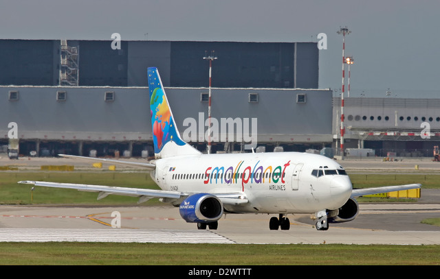 small-planet-airlines-boeing-737-35b-d2w