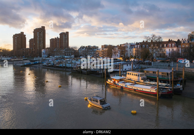 houseboats-on-river-thames-at-chelsea-lo