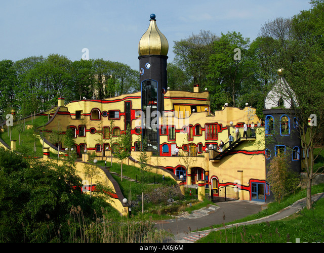 tourists-at-multicolored-buildings-in-pa