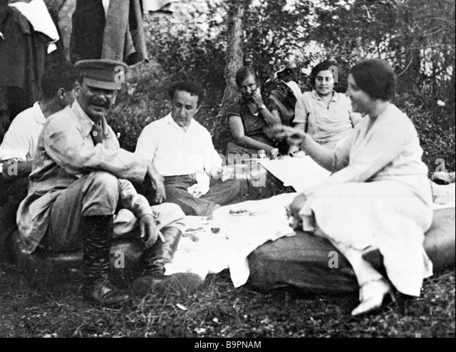 josef-stalin-first-left-and-his-wife-nad