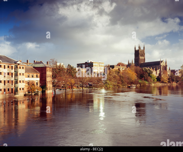 worcester-cathedral-the-river-severn-in-