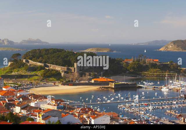 baiona-bay-with-harbour-and-fort-fortale