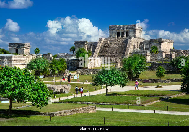 tourists-visiting-the-ruins-of-the-mayan