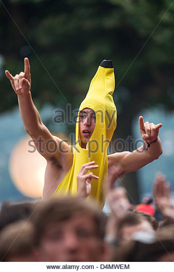 teenager-dressed-in-banana-making-the-si