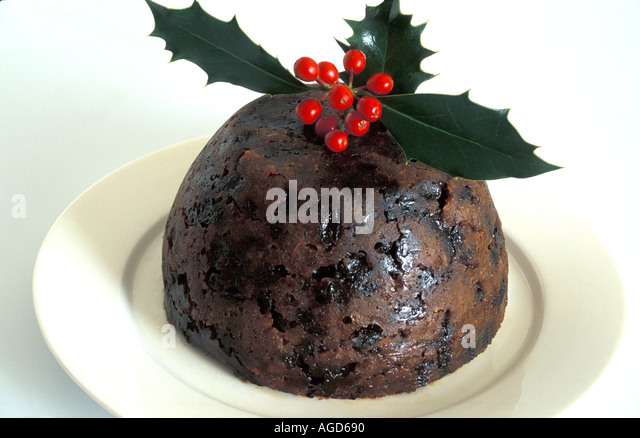 christmas-pudding-decorated-with-holly-o