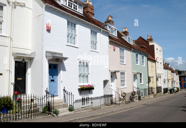terraced-houses-in-nelson-place-lymingto