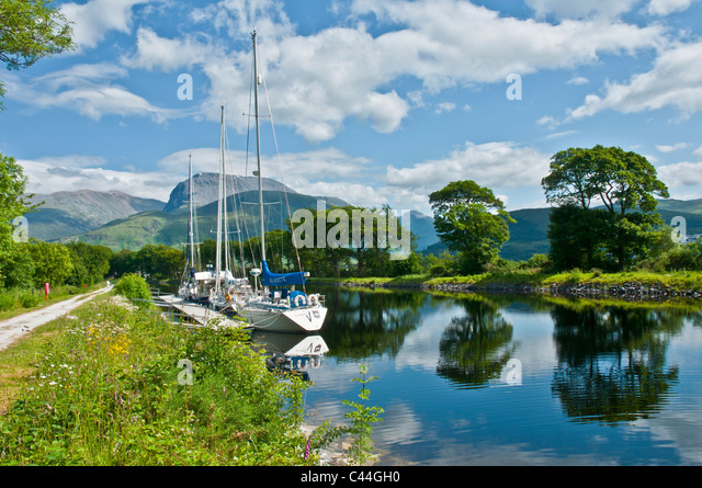 yachts-on-caledonian-canal-with-ben-nevi