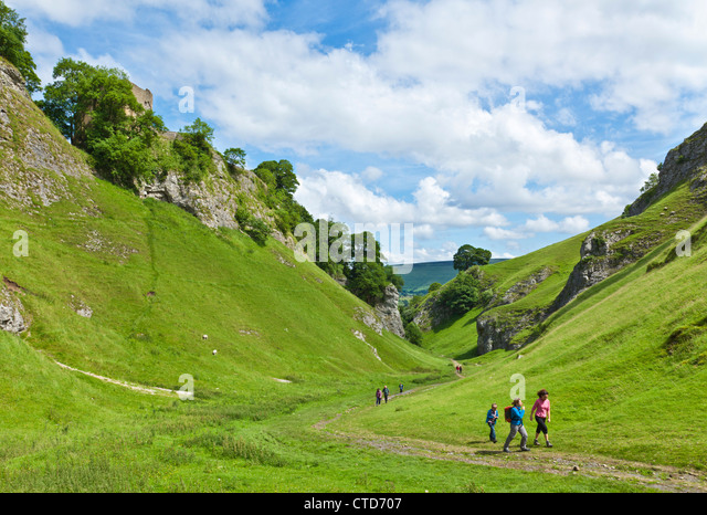 hikers-walking-up-cave-dale-in-castleton