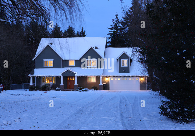 winter-home-house-at-night-with-lights-o