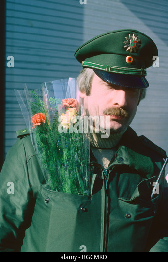 policeman-with-bunch-of-flowers-at-colog