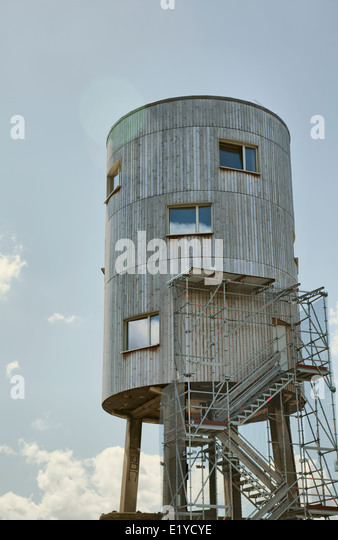 converted-water-silo-tower-house-on-cana