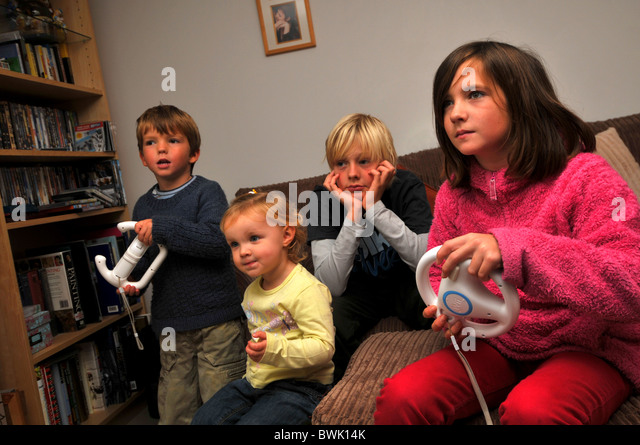wii-children-playing-on-the-wii-computer