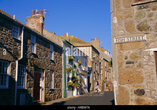 a-typical-street-in-st-ives-cornwall-eng