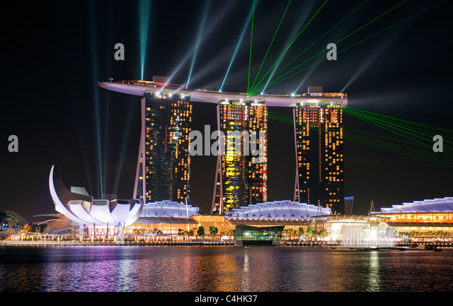 marina-bay-sands-hotel-at-night-singapor