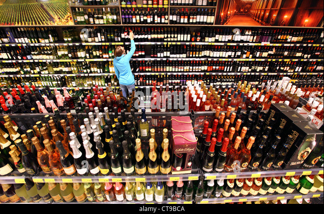 woman-is-shopping-in-a-large-supermarket