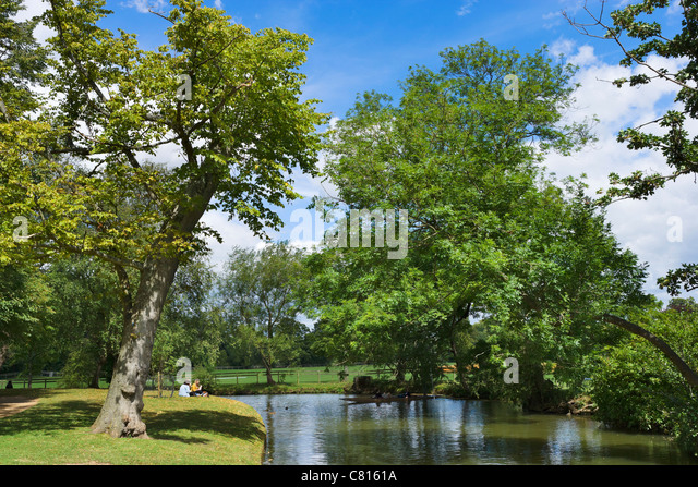 picnic-on-the-banks-of-the-river-cherwel
