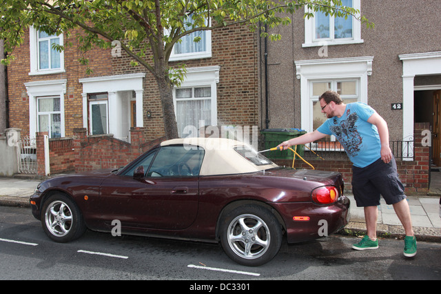 a-man-washing-his-car-by-hand-uk-dc3301.