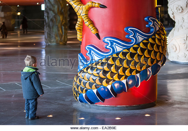 boy-in-front-of-a-pillar-in-the-alhndiga