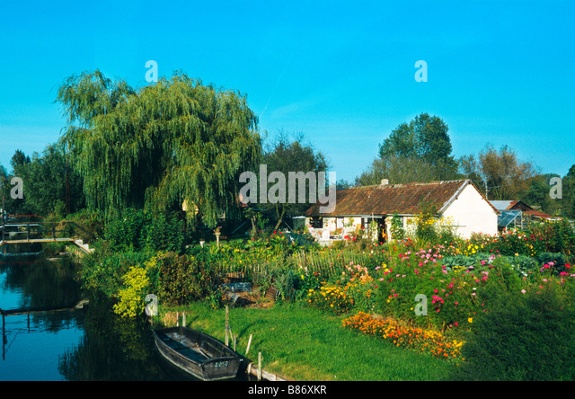 floating-gardens-amiens-somme-picardy-fr
