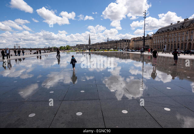 children-playing-in-the-water-in-miroir-