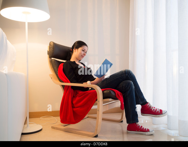young-woman-reading-a-book-at-home-d7ddk