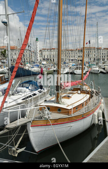 a-sailing-boat-in-the-harbour-of-the-por