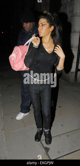 16march2010-london-a-healthy-looking-amy