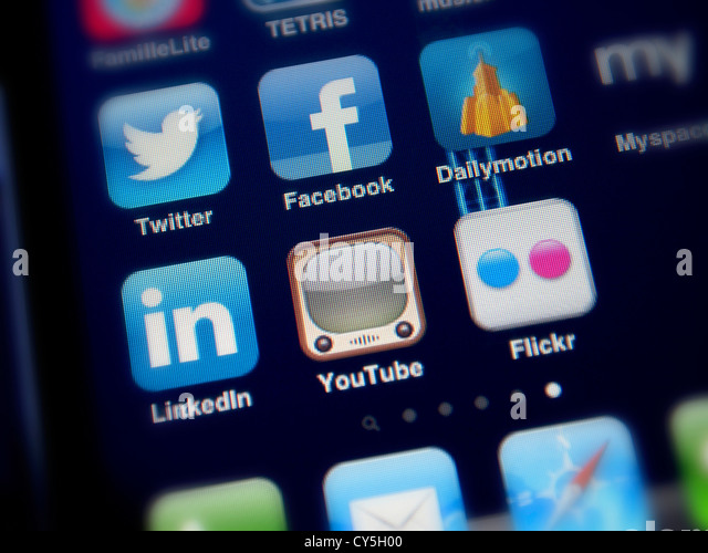 social-network-apps-on-an-iphone-faceboo