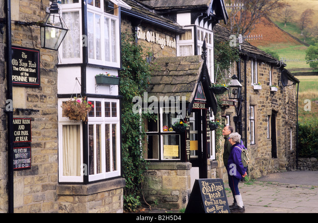 old-nags-head-pub-walkers-hikers-couple-
