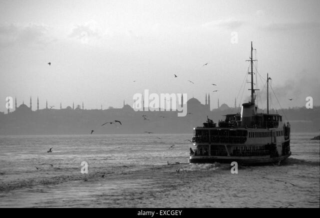 steamboat-sailing-in-the-bosphorus-with-