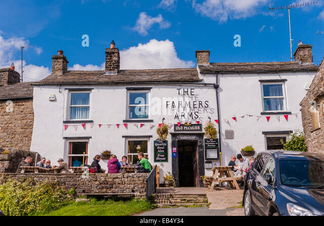 the-farmers-arms-pub-at-muker-swaledale-