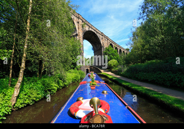 narrow-boat-and-viaduct-over-the-hudders