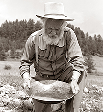 1950s MALE PROSPECTOR PANNING FOR GOLD - Stock Photo