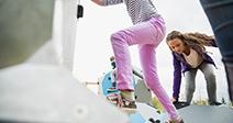 Las formas geométricas de escalada para niños en el parque infantil Foto de stock