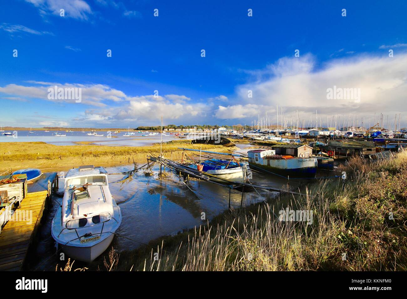 boats-alongside-the-river-deben-at-felix